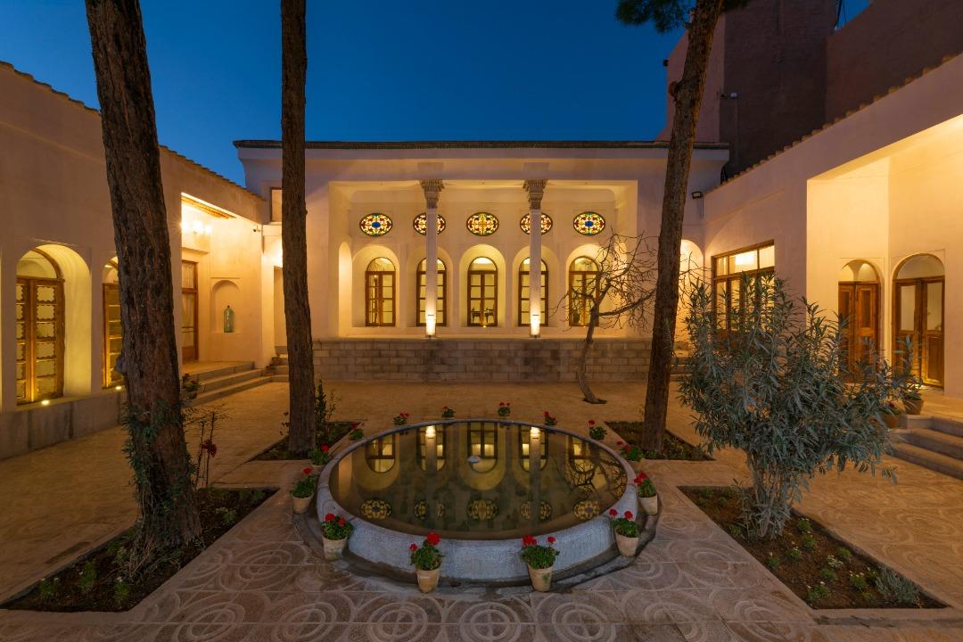http://sayeh-news.com/Content/1400/07/12/IMG_12337.jpg
